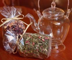 Arbatos rinkinukas: Stiklinis arbatinukas su kalėdinėmis arbatomis