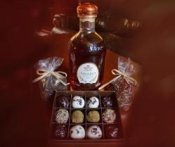 Rinkinys su grapa: Amaro Altavilla, sveriama  arbata ir Friedricho namų rankų darbo saldainiai